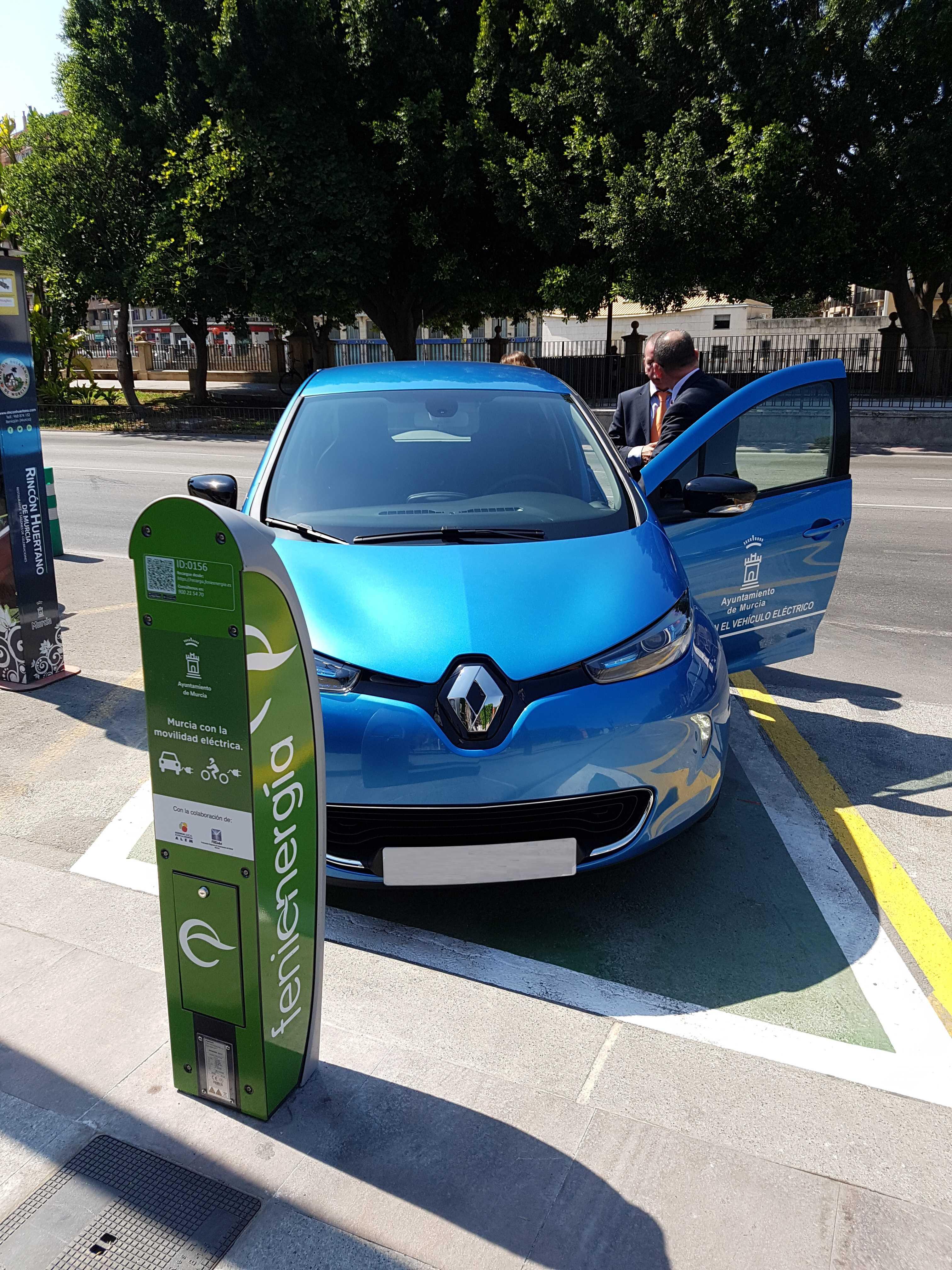 Los vehículos eléctricos tendrán acceso gratuito a 3.000 plazas de aparcamiento de la ciudad